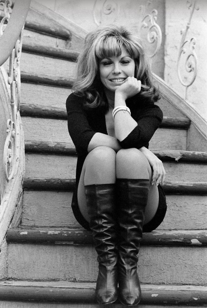 nancy-sinatra-mar-1966-photo-bill-ray.jpg