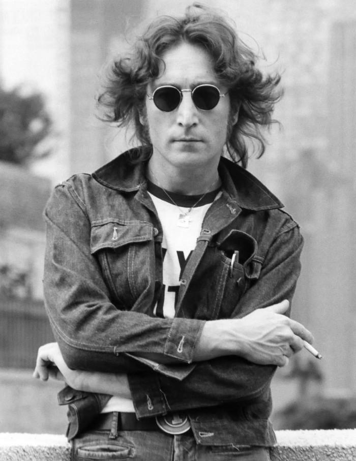 john-lennon-2-1974-photo-bob-gruen.jpg