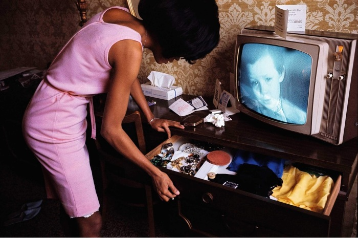 usa-new-york-city-1965-diana-ross-in-a-hotel-room-at-the-apollo-c2a9-bruce-davidson.jpg