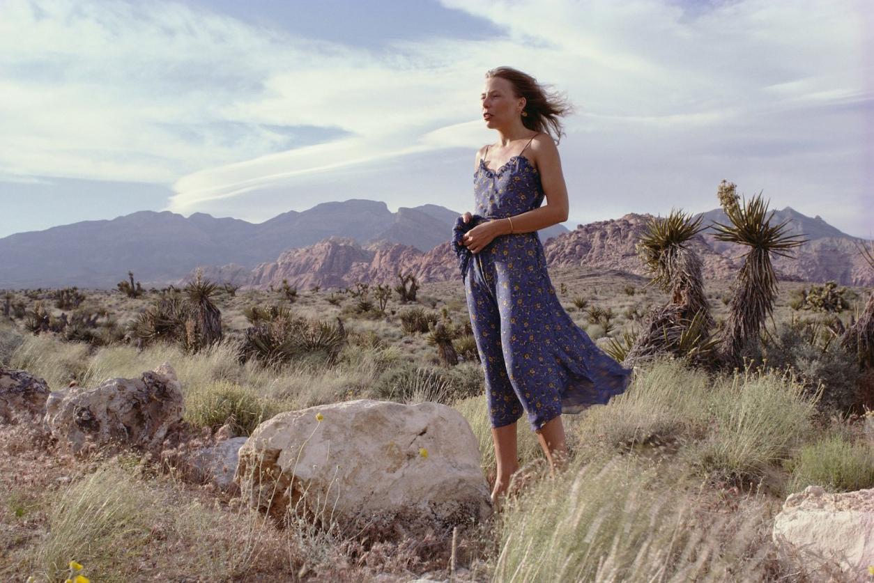 joni-mitchell-standing-in-a-desert-1978-photo-henry-diltzcorbis.jpg