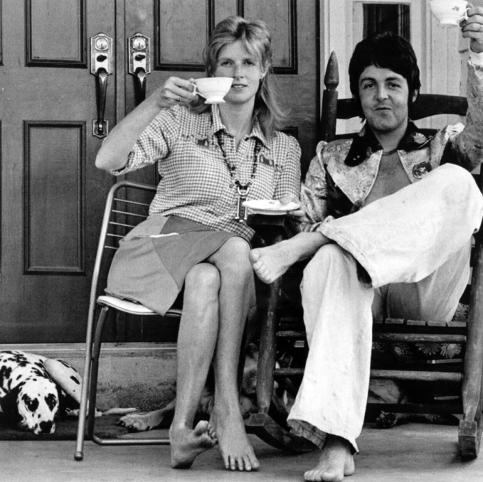 paul-mccartney-and-wife-linda-who-have-been-living-the-life-of-country-gentlefolk-on-a-farm-near-nashville-offer-a-toast-to-other-22down-home-folks22-as-they-prepare-to-end-their-fiv.jpg